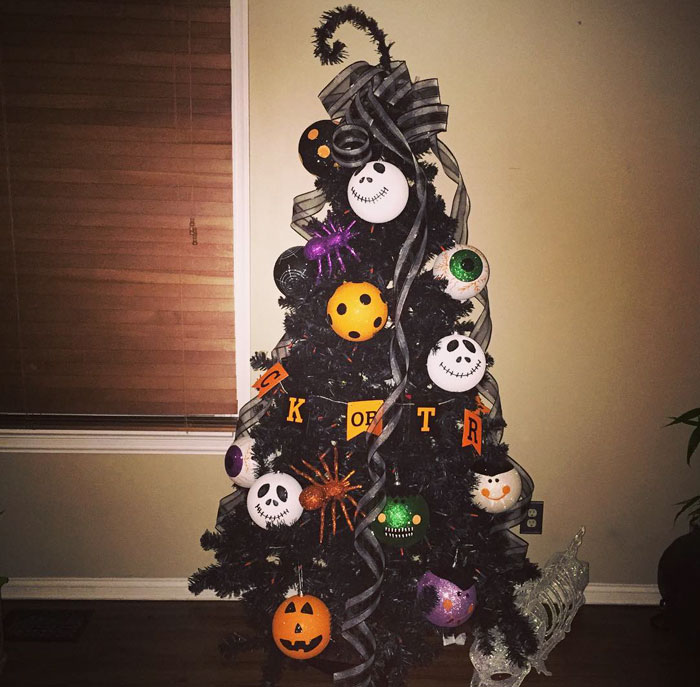 Halloween Christmas Trees Are A Thing Now (8+ Pics) | Bored Panda