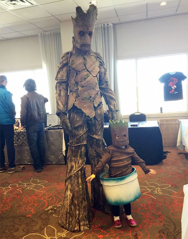 15 of the best parent child halloween costume ideas ever bored 6 groot and baby groot costume solutioingenieria Gallery