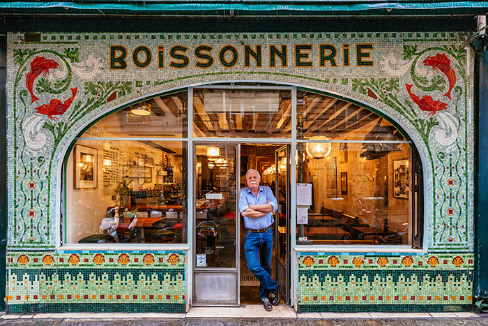 I Photograph Parisian Storefronts To Reveal The Story Of Paris Rarely Seen By Tourists (15+ Pics)