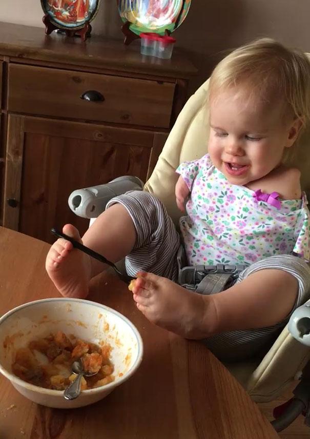 no-arms-toddler-feeds-with-feet-vasilina-elmira-knutzen-10