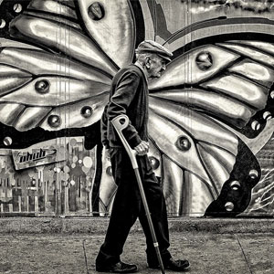 15+ Perfectly Timed Street Photography Shots That Show Timing Is Everything
