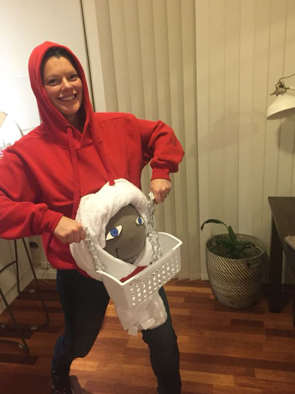 My Pregnant Belly As An E.T. Dress Up Costume