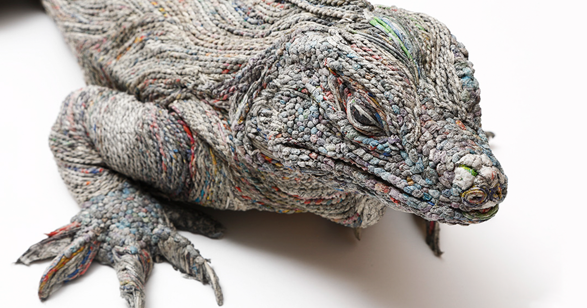 Japanese Artist Tightly Rolls Newspaper To Create Incredibly Realistic Animal Sculptures (11 Pics)