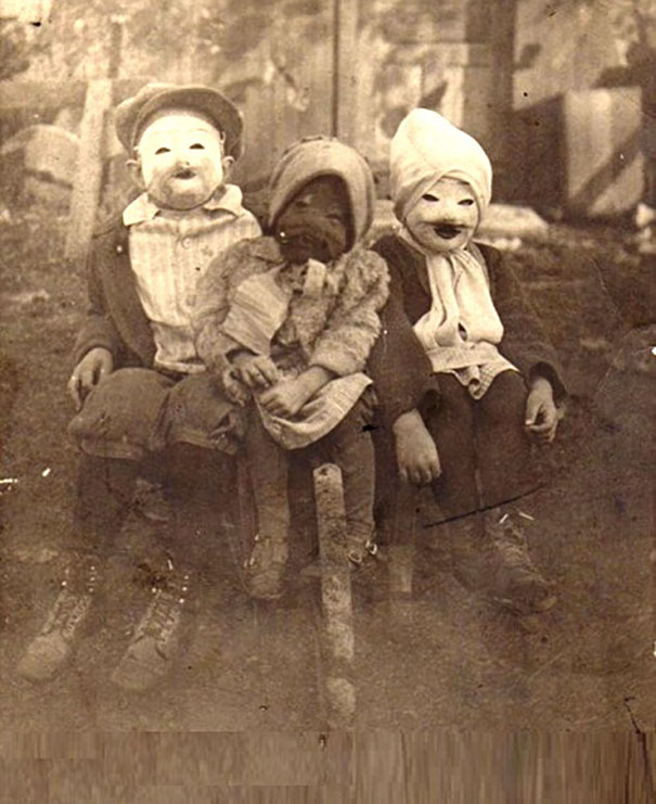 122 Vintage Halloween Costumes That Will Scare You To Death