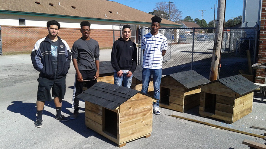 students-make-cat-and-dog-houses-jacksonville-1