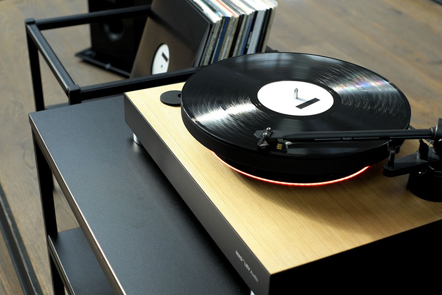 worlds-first-levitating-turntable-mag-lev-audio1