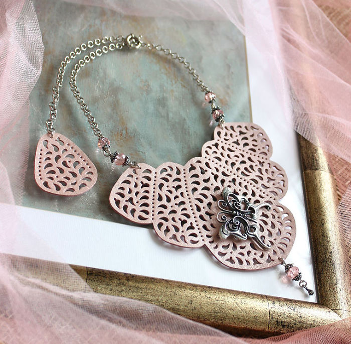 Kalung Lace