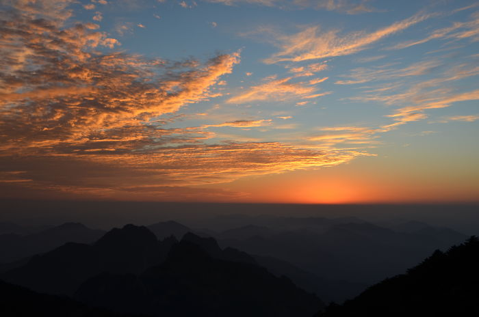 I'm A 13 Year Old Girl Who Found A Hobby Of Photography And Traveled To Photograph The Yellow Mountains In China.