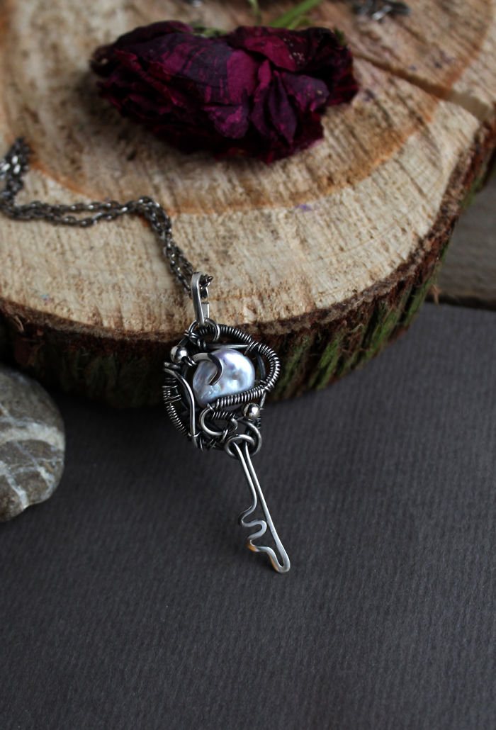Silver Pearl Key