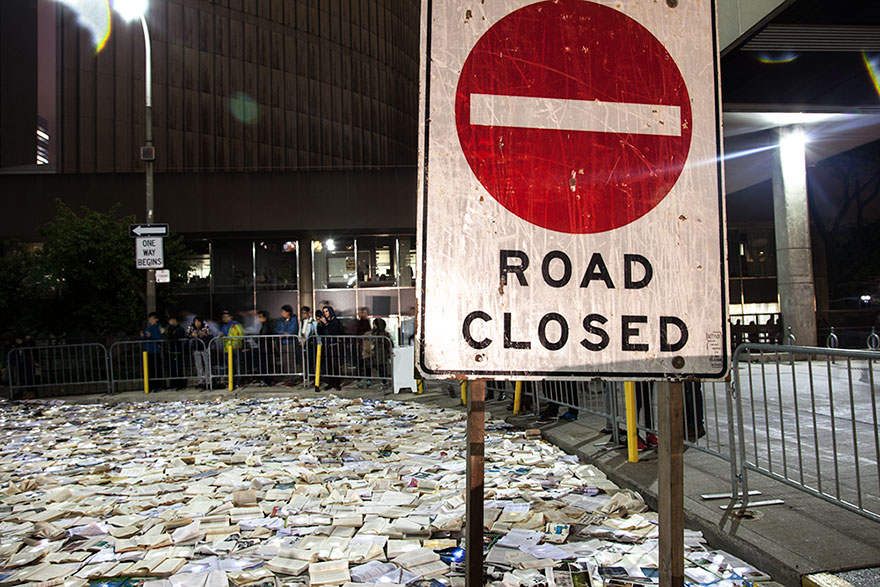 book-installation-literature-vs-traffic-luzinterruptus-toronto-5