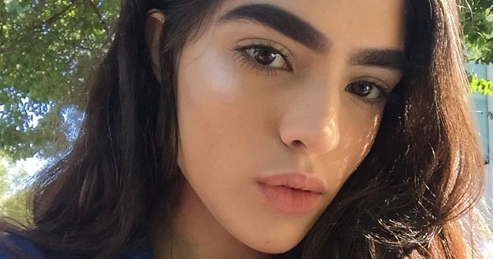 17-Year-Old Bullied For Her Thick Eyebrows Lands Massive -1194
