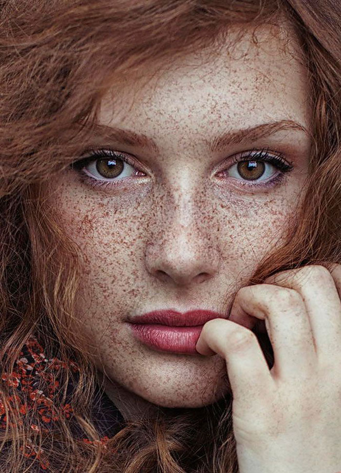 Beautiful Redhead Gals: 15+ Freckled People Who'll Hypnotize You With Their Unique