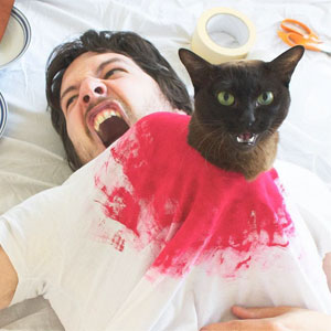 Guy And His Cats Recreate Famous Movie Scenes Together, And It Couldn't Get Any Funnier
