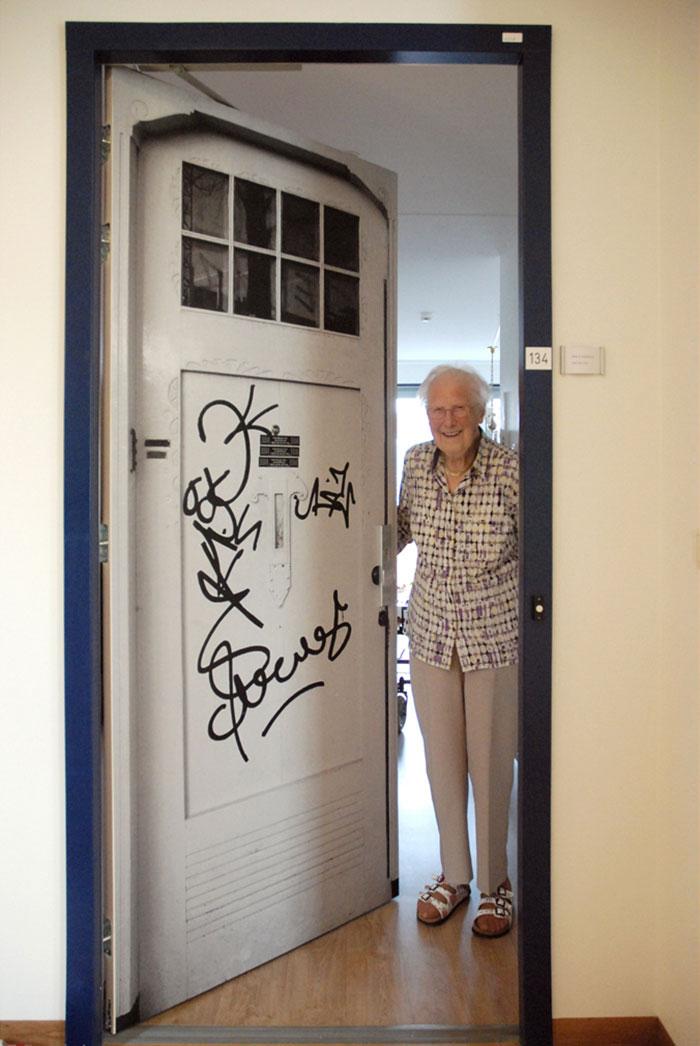 nursing-homes-dementia-patients-personalised-true-doors-stickers-37