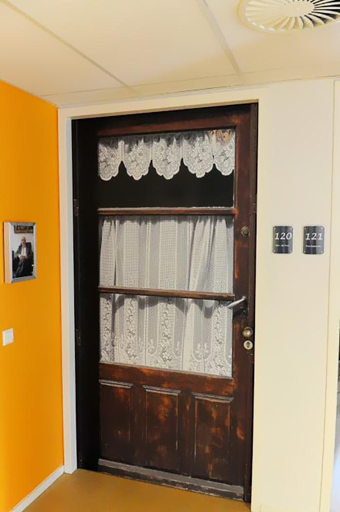 nursing-homes-dementia-patients-personalised-true-doors-stickers-6