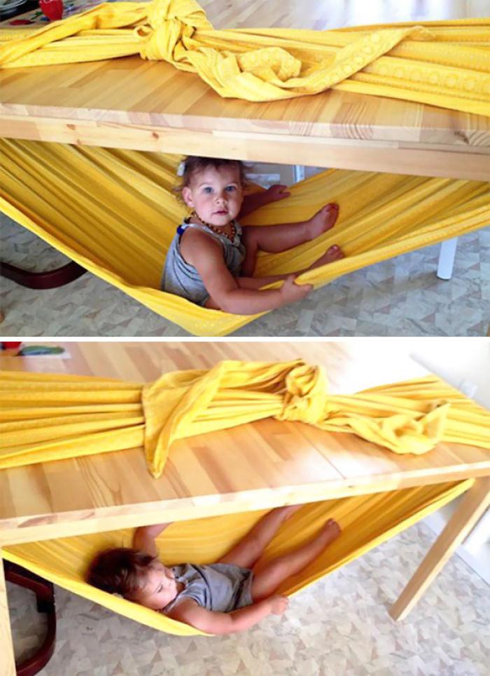 Haz una hamaca para niños con una mesa y una sábana
