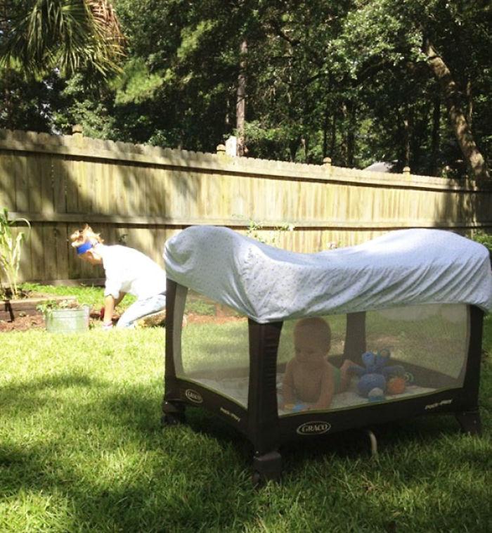 Con una sábana no le picarán los mosquitos