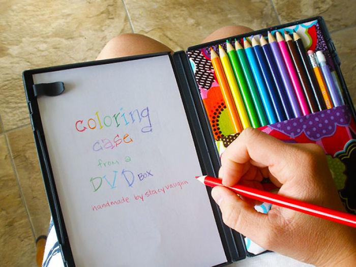 Funda de dvd convertida en estuche de colorear