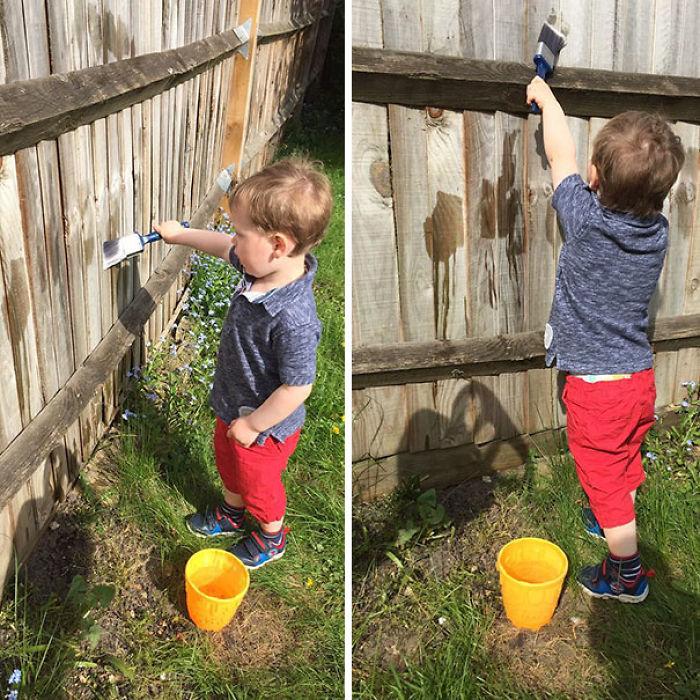 Ten al niño ocupado dejándole pintar la valla con agua