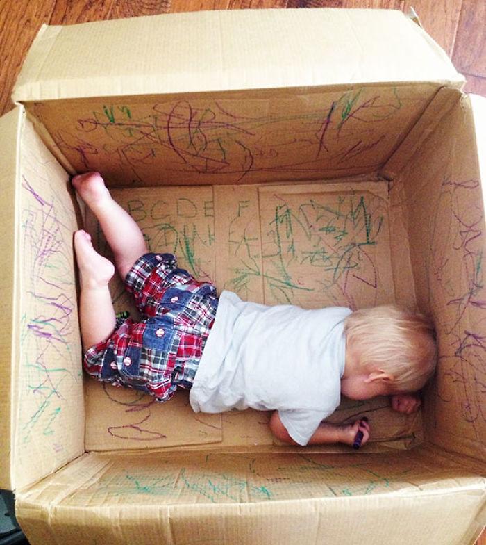 Dejales una caja vacía y que sean creativos con ella