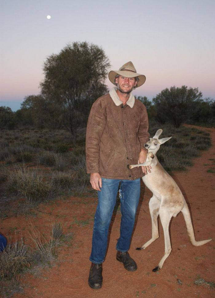 rescued-hugging-kangaroo-abigail-australia-1