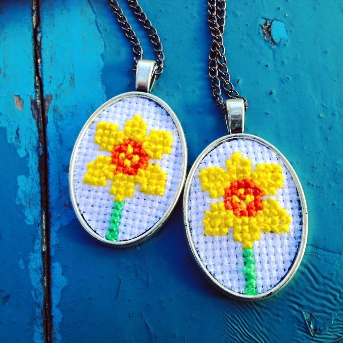 Pendant With Daffodils