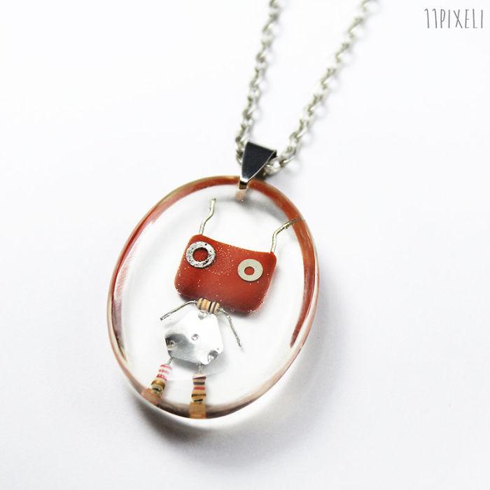 I Turned Electronic Waste Into Tinyrobots