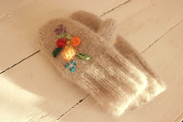 Embroiderrd Knitted Mittens