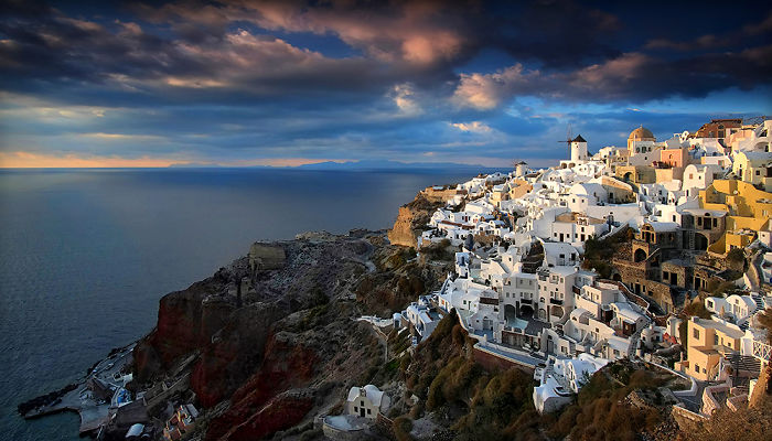 I Photographed Fairytale-Like Santorini Island In Greece