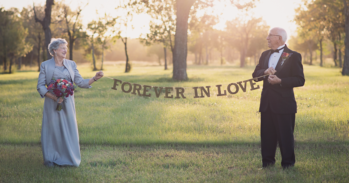 Couple waits 70 years to take their wedding photos and love is