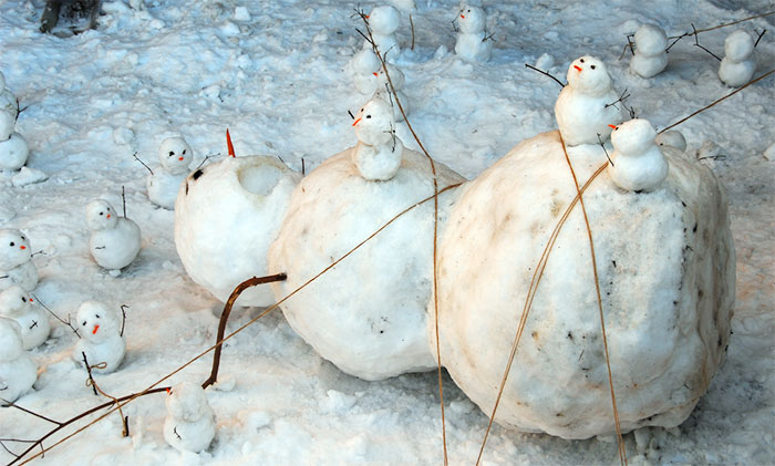 92 Hilariously Creative Snowmen That Would Make Calvin And Hobbes Proud