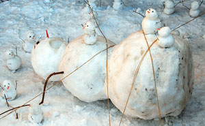 10+ Hilariously Creative Snowmen That Would Make Calvin And Hobbes Proud