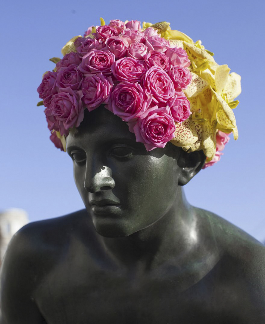 flower-crowns-beards-monuments-geoffroy-mottart-brussels-4