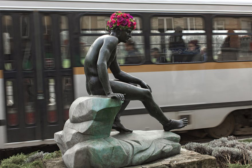 flower-crowns-beards-monuments-geoffroy-mottart-brussels-5