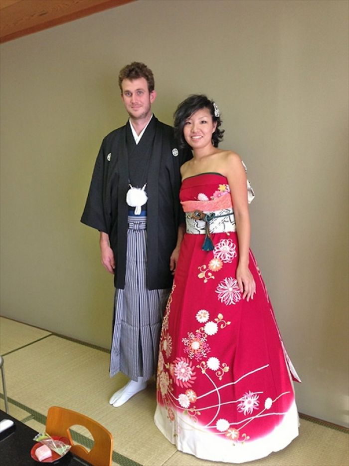 Brides In Japan Are Turning Their Traditional Kimonos Into ...