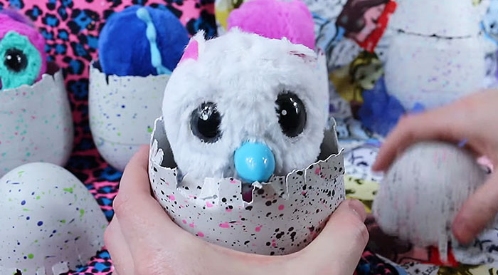 """People Say Their Hatchimals Are Saying """"F**k Me"""" In Their Sleep, And This Video Is Freaking People Out"""