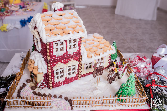 I Made A Two-Floor, Fully Equipped Gingerbread House That Is 100% Edible