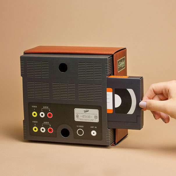 retro-tv-smartphone-magnifier-firebox-2
