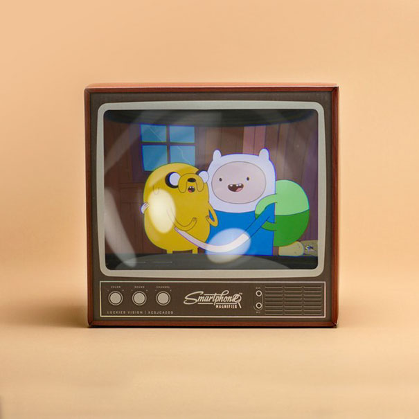 retro-tv-smartphone-magnifier-firebox-3