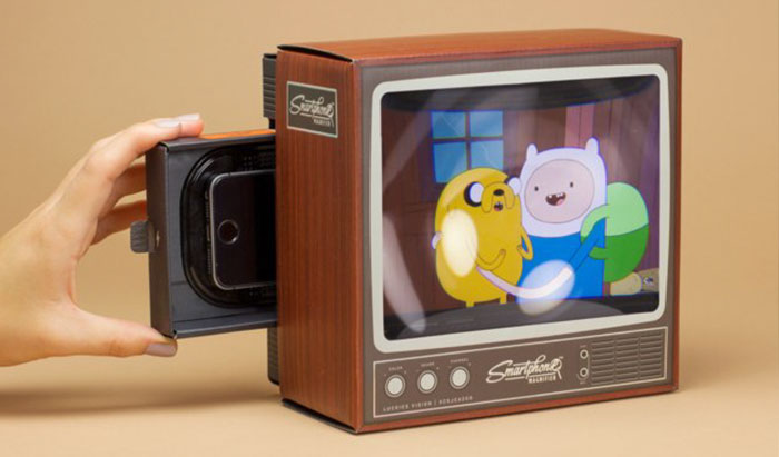 Retro TV Smartphone Magnifier That Enlarges Movies To An 8-Inch Screen