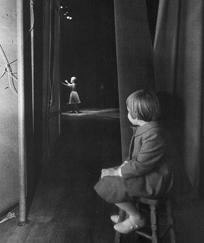 young-carrie-fisher-watch-mom-debbie-reynolds-perform-1