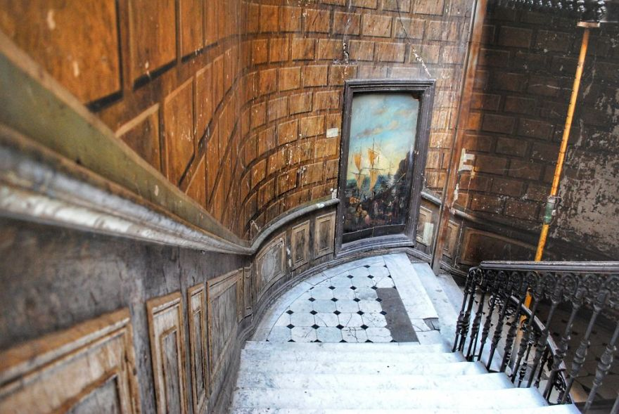 I Hunted Down Centuries-Old Painted Hallways In Tbilisi