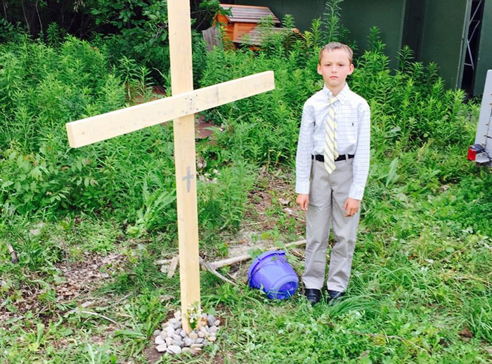 Picture Of A Boy Giving Funeral To His Turtle Goes Viral After Adults Saw What He Did