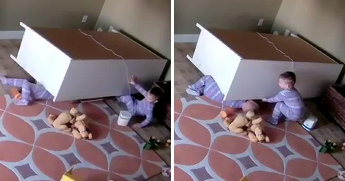 Este niño de 2 años rescató a su hermano gemelo atrapado bajo un mueble caído (tras hacer algo ridículo)
