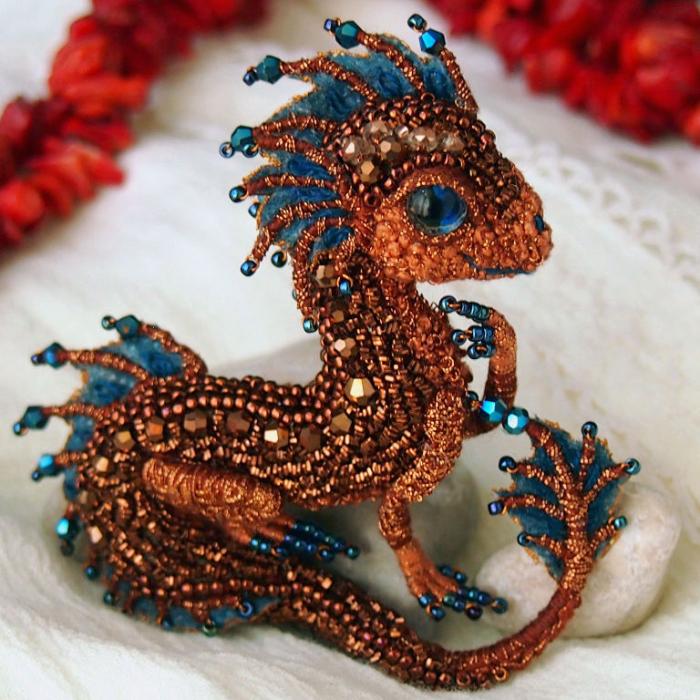Los broches de dragones que crea esta artesana rusa te darán ganas de domar uno