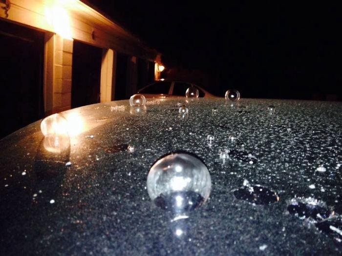 Burbujas congeladas en el coche de mi amigo