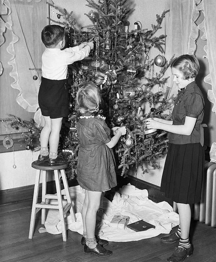 Children Pictured Decorating A Tree In The 1940s
