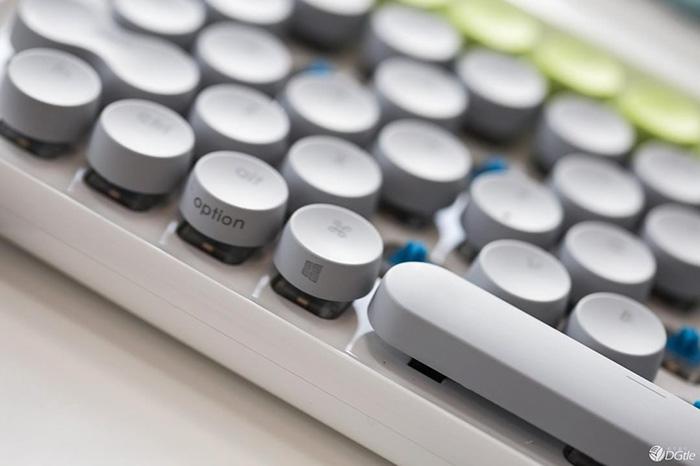 hipster-retro-typewriter-keyboard-lofree-v13