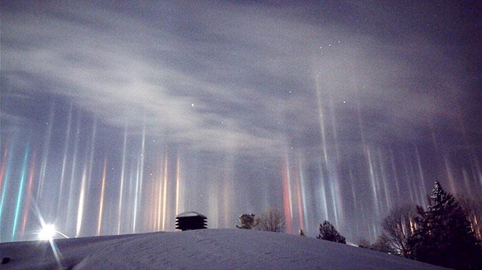 Asombrosos pilares de luz captados en Ontario, Canadá