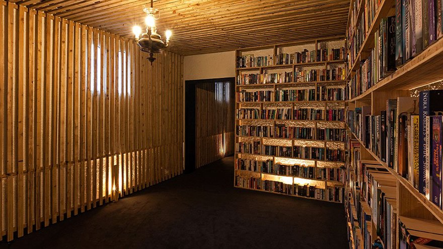 literary-man-hotel-50000-books-portugal -1